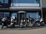 BMW Smorawinski przed salonem z