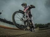 Maciej Janowski ogien fot Lukas Nazdraczew Red Bull Content Pool z