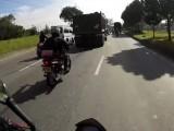 KTM 390 Duke w ruchu ulicznym z