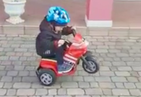 Jeździkiem na koło. Stunterski narybek z Włoch [VIDEO]