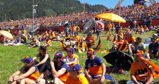 Trybuna KTMa Grand Prix Austri 2016 z