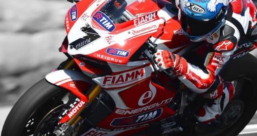 Carlos Checa na motocyklu z