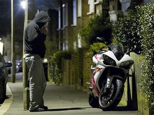 Jak myśli złodziej motocykli? Nie daj się okraść!
