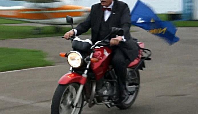 Politycy na motocyklach i motocykle w polityce