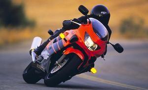 Motocykl zaczyna się od 100 KM – co kupić na pierwsze moto?