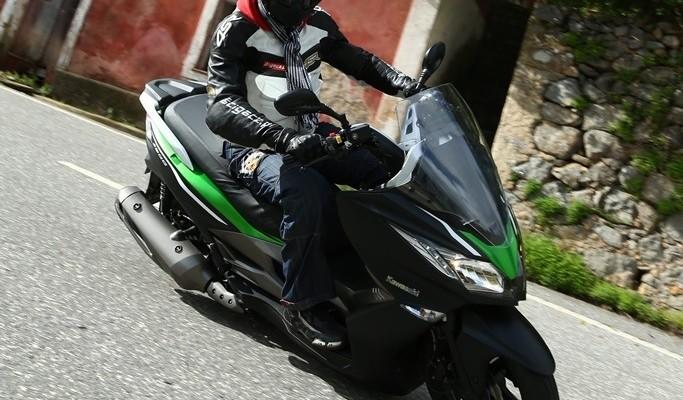 Kawasaki J300 - Zielone światło dla mobilności!