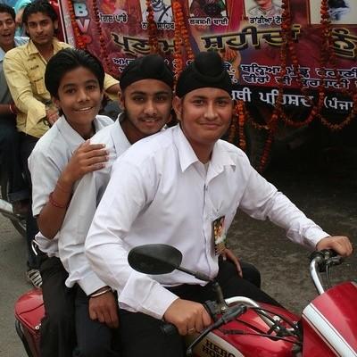 Motocyklem ze Szkocji do Nepalu - Indie to terror na ulicach