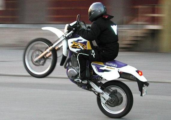 Używany motocykl na prawo jazdy A2 - Suzuki GS500 vs. Suzuki DR650