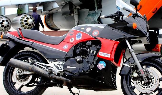 Kawasaki GPZ900R - każdy chce być jak Maverick