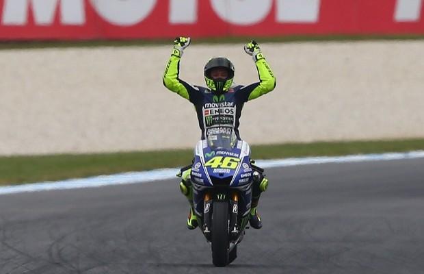 Valentino Rossi wygrywa w Australii