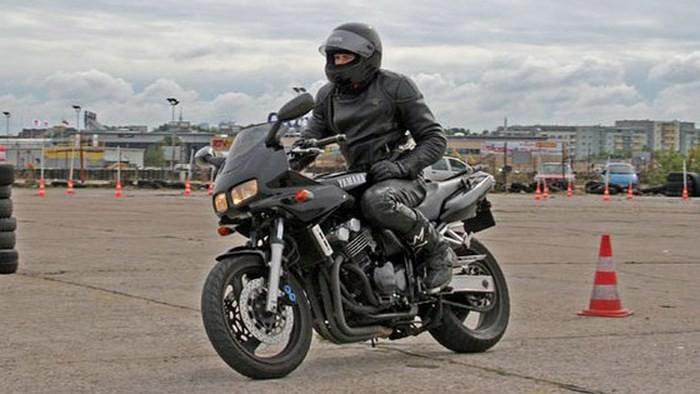 Jaki motocykl używany do 10 tys. zł.? Część I - motocykle klasy naked