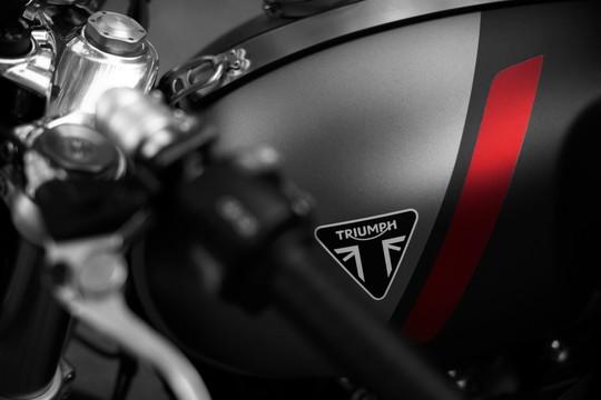Triumph odsłania całkowicie nowego Thruxtona RS