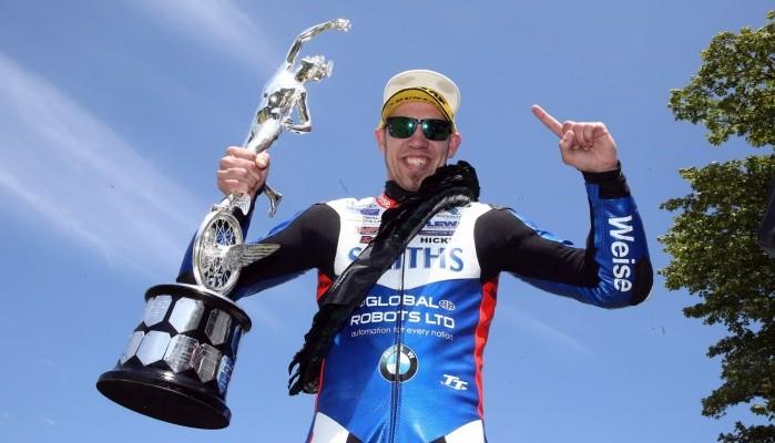 Peter Hickman uhonorowany tablicą w Alei Legend Triumpha