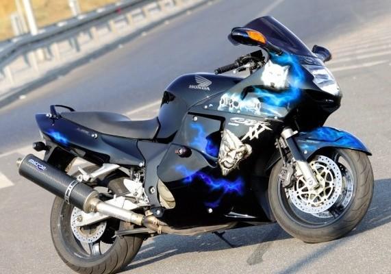 Honda CBR1100XX (historia, zmiany, opinia, wady, zalety)