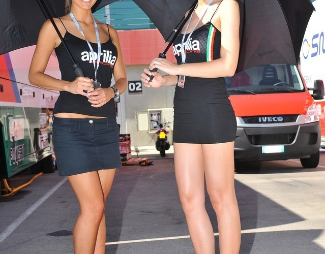 pod parasolkami
