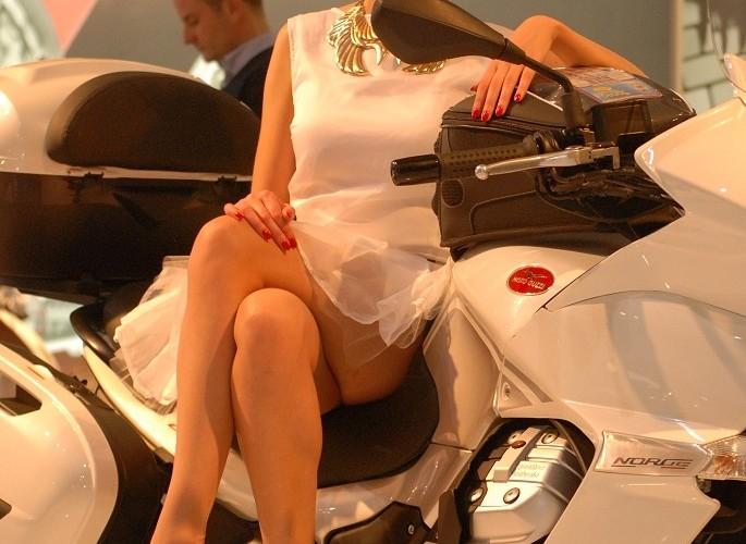 Moto Guzzi hostessa