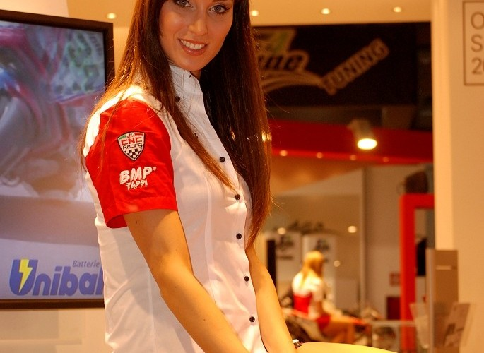 Unibat hostessa