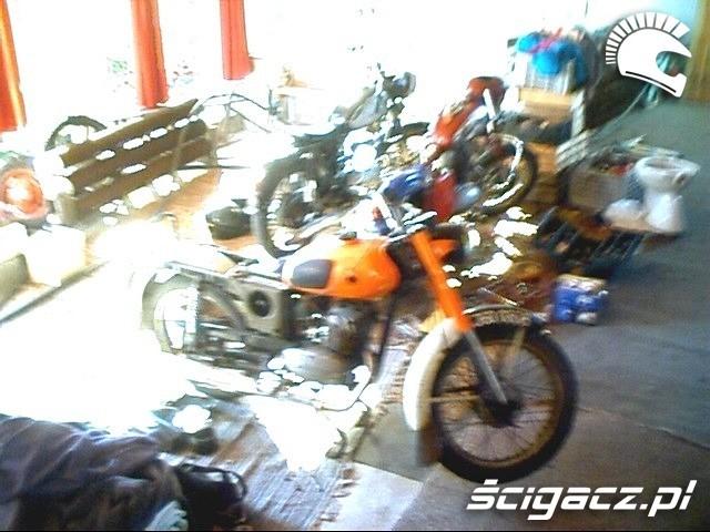 moto w salonie