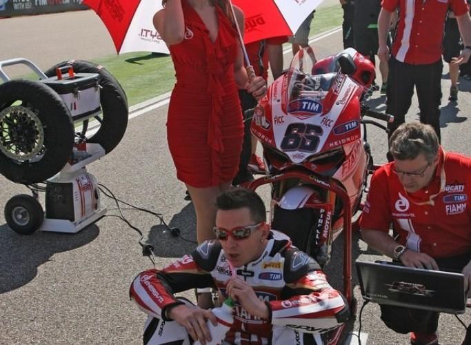 Dziewczyna z parasolka SBK Motorland Aragon 2013