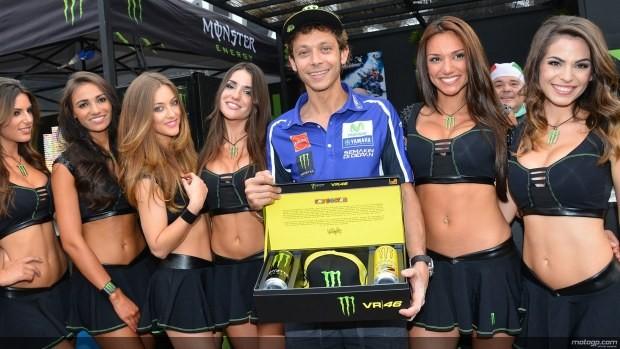 Rossi z modelkami Paddock Girls MotoGP Catalunya 2014