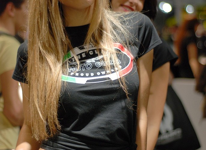 eicma 2014 moto guzzi z brzuchem na wierzchy