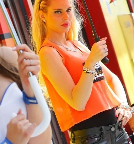 dziewczyna z telefonem paddock girls mugello 2014