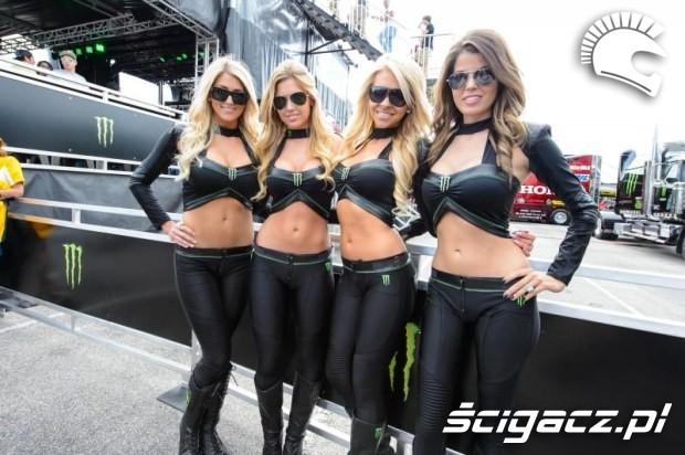 modelki na pokazach monster girls