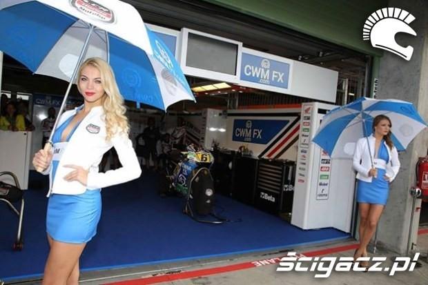 dziewczyny z parasolami Paddock Girls MotoGP Brno