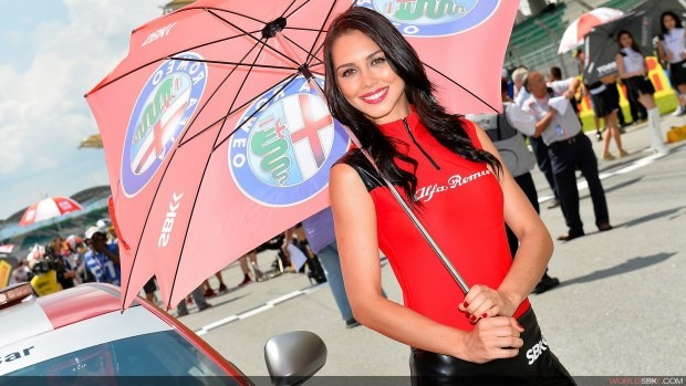 modelka alfa romeo paddock girls sepang 2014