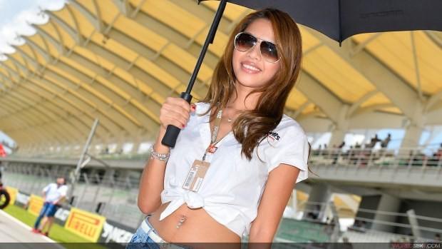 w okularach paddock girls sepang 2014
