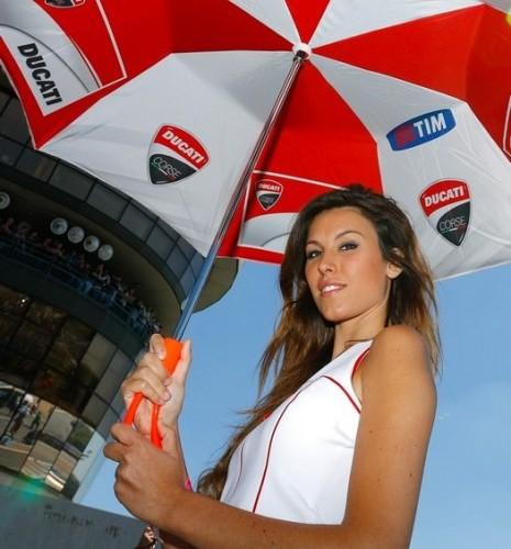 dziewczyna Ducati paddock girls