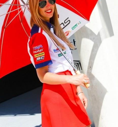 pieknosc z parasolka paddock girls