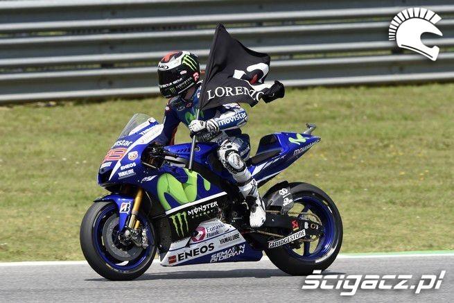 Lorenzo wygrywa