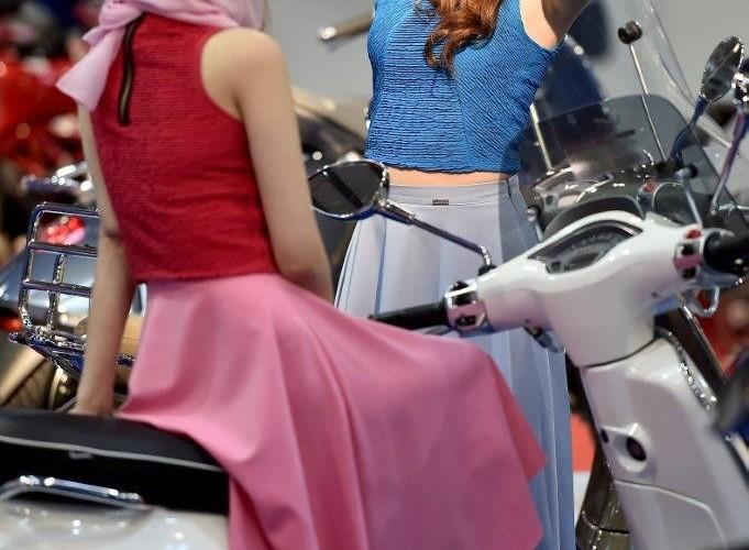 Na stoisku Vespa Wystawa motocykli i skuterow 2015