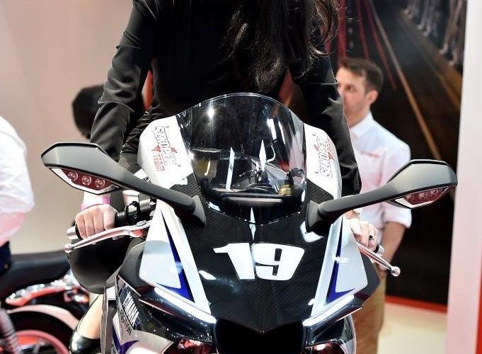 Wystawa motocykli i skuterow 2015 modelka Yamaha