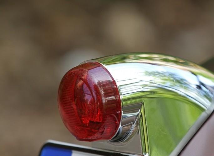 37 Harley Davidson Dyna Super Glide Custom swiatlo