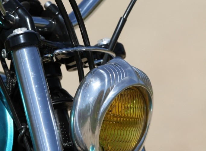 33 Kawasaki W 650 Flying Duxe custom bobber lampa