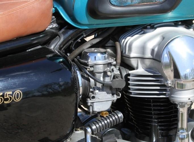 34 Kawasaki W 650 Flying Duxe custom bobber motor