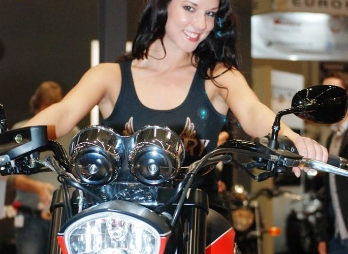 Kocham choppery modelka Intermot 2010