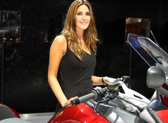 dziewczyna przy BMW K1600
