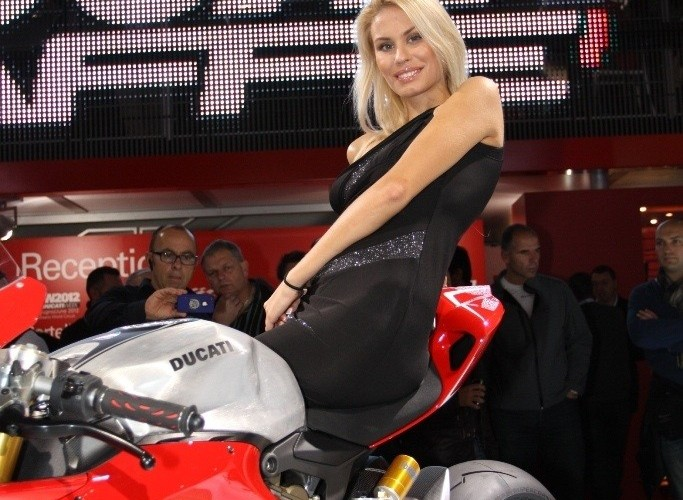 1199 Panigale i hostessa