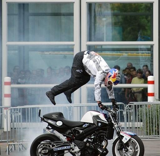 Pfeiffer stunt show Kolonia