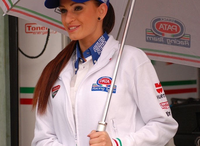 Dziewczyna Pata Racing