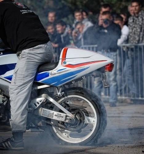 Palenie gumy Podlaskie Zakonczenie Sezonu Motocylkowego 2010 Bialystok