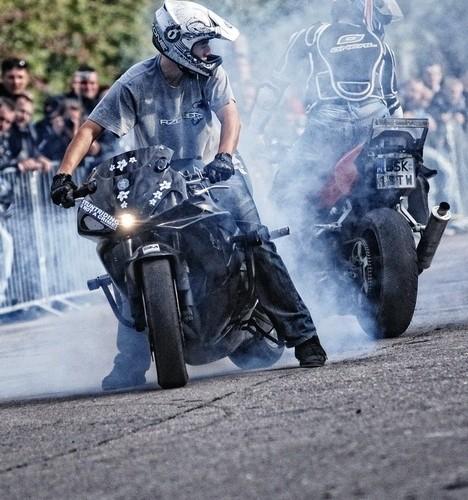 Podlaskie Zakonczenie Sezonu Motocylkowego 2010 Bialystok palenie gumy