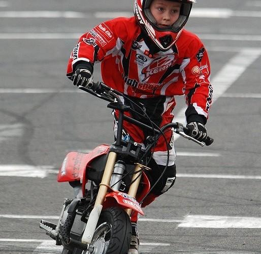 Eryk Niemczyk dziecko na motocyklu