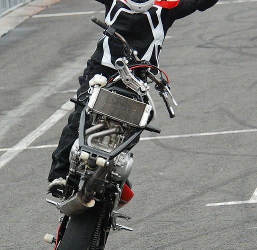 Jazda na motocyklu bez przedniego kola Zoltan