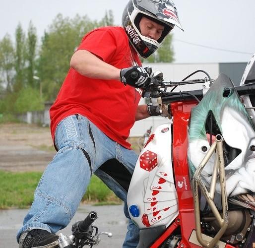Beku cyrkle na moto
