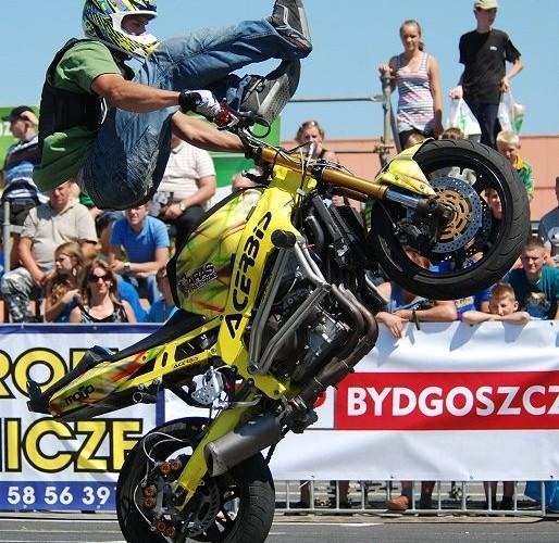 Aras stunt skoki na motocyklu