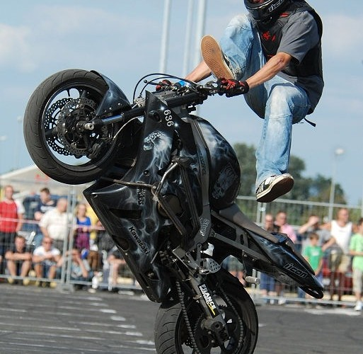 Guyguy Gleyo Guillaume stunt